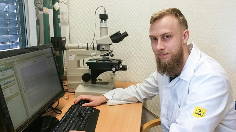 Mads Fredrik Walaas - foto av ham på kontoret