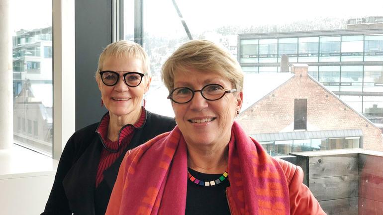 UTFORMET FORSLAG TIL DOKTORKREERING: F.v: Professorene Anne S. Blengsdalen og Kirsti Skovdahl. (Foto: Ingvild Stokka)