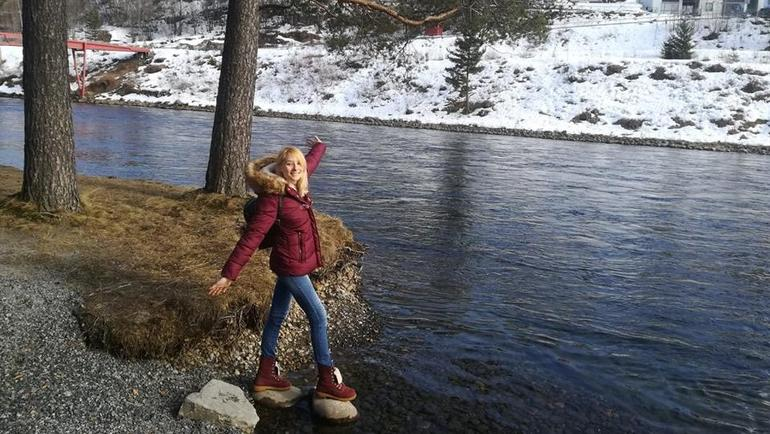 Nikolina posing next to the water