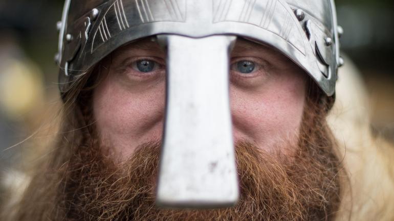 vikinghjelm - illustrerer vår historie