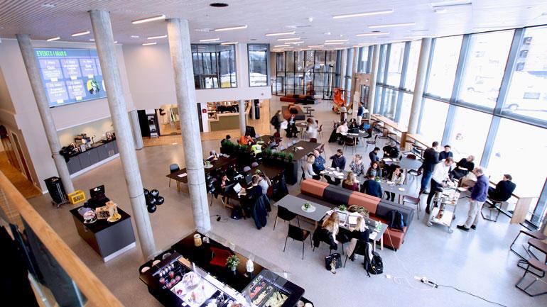 Oversiktsbilde av ny kantine på campus Ringerike