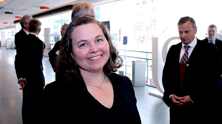 Linda Hafskjold ser rett i kamera og smiler rett før kreeringsseremonien