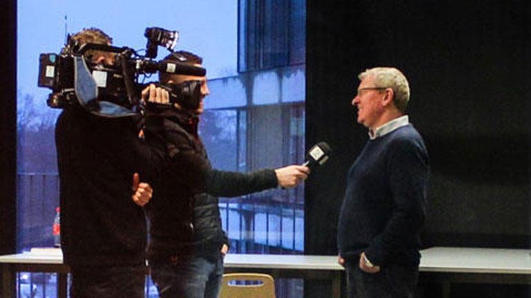 USN har eksperter som stiller opp for media. Her blir en av dem intervjuet av TV2. Foto