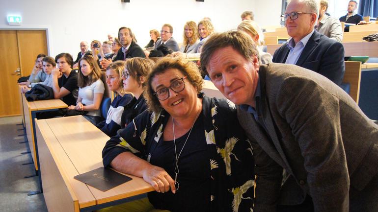 Professor Per Egil Pedersen ved USN fortalte landbruksminister Olaug Bollestad om et nytt forskningsprosjekt på REKO-ringene i Norden.
