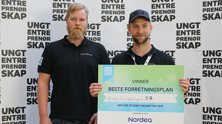 Martin Sneltvedt og Olav Ramberg i ROSS Technologies fra USN vant pris for beste forretningsplan under NM i studentbedrift 2019. foto.