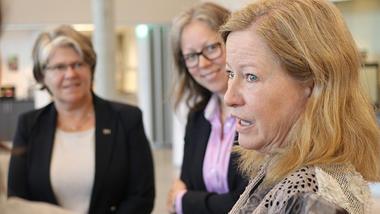 Anne Bang Lyngdal og Karen Stendal fra USN og Margaret L. Williams fra Texas Tech University på campus Ringerike. foto.