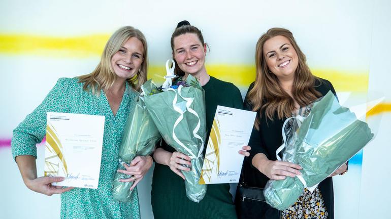 Fikk også pris for beste bachelorprosjekt i visuell kommunikasjon for sitt arbeid med Yara Birkeland AS, f.v: Ida Charlotte Børrestad Eriksen, Maria Hoftun Gjestad og Mariell Rosøy Wathne. Gruppefoto