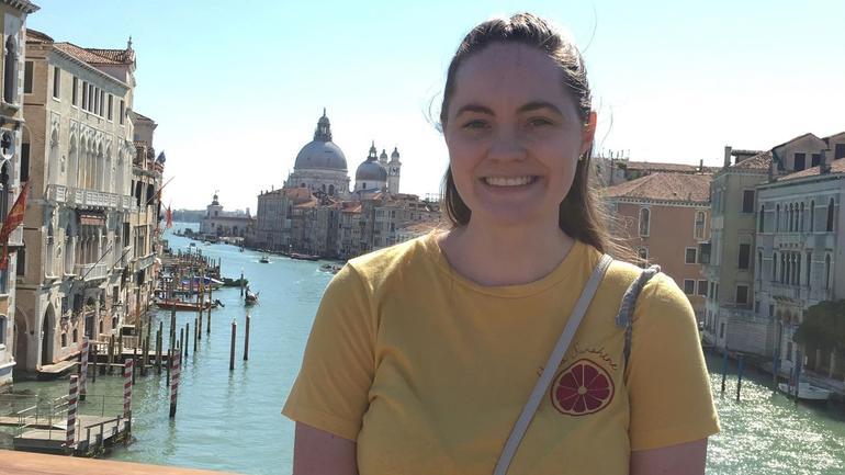 Ester Margrete i Venezia med utsikt utover kanalene