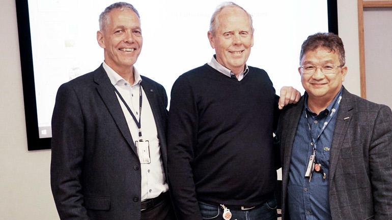 Rolf Larsen (midten) er ansatt som FoUI-ekspert ved USN. F.v. Sverre Gotaas, direktør ved HIP AS, og Prosjektleder USN-partnerskap Duy Tho Do (t.h.). (Foto: Siri Krohn-Fagervoll)