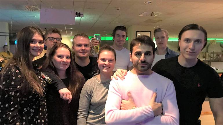 Jan Helge med nye venner fra utvekslingen