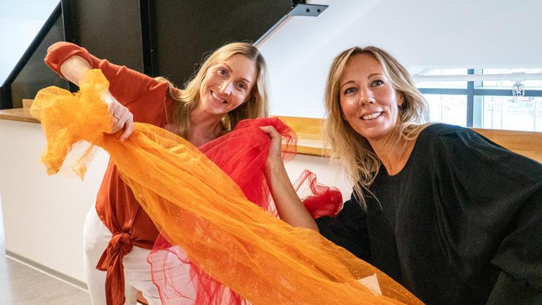 VIKTIG VERKTØY: Fv: Kari Evelin Arellano Lorentzen og Savannah Rosén ønsker å kunne hjelpe klientene sine gjennom dans og bevegelse, når ord ikke strekker til. (Foto: Jan-Henrik Kulberg)