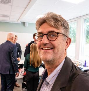 STOLT RETTLEIAR: – Det har vore ei glede å jobbe saman med dykk, sa førstelektor Kjell Magne Baksaas. (Foto: Jan-Henrik Kulberg)
