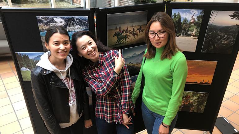 Aizada Burkhanidinova, Zamirova Altynai Begaiym og Samyi Kyzyl. foto.