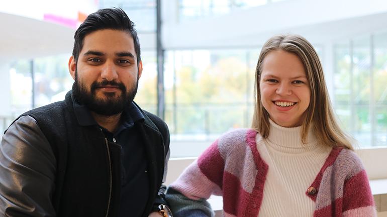 Lærerstudentene Amandeep Singh Bains og Tina-Maria Andersen på USN campus Drammen