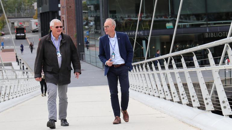 F.v: Jan Ivar Fredriksen og Steinar Aasnæss vil synleggjera kjeldene og drivkreftene bak den økonomiske veksten. (Foto: Stian Kristoffer Sande). Foto