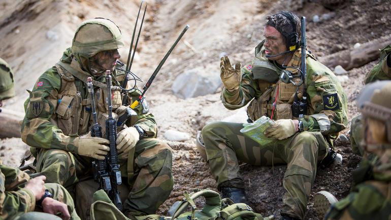 Øvelse for befal i Hæren.  Foto av soldater