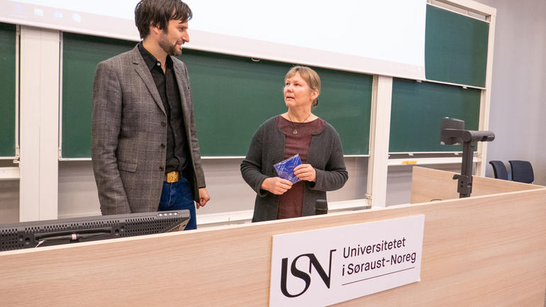 GJESTEFORELESERE: Førsteamanuensis Per Strömberg henter inn spennende gjesteforelesere. Her sammen med Senior Lecturer Eva Koivula fra South-Eastern Finland University of Applied Sciences. Foto