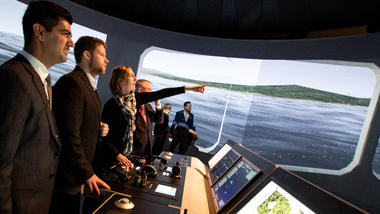 Minister of Research and Higher Education, Iselin Nybø testing maritime simulator at USN. Photo