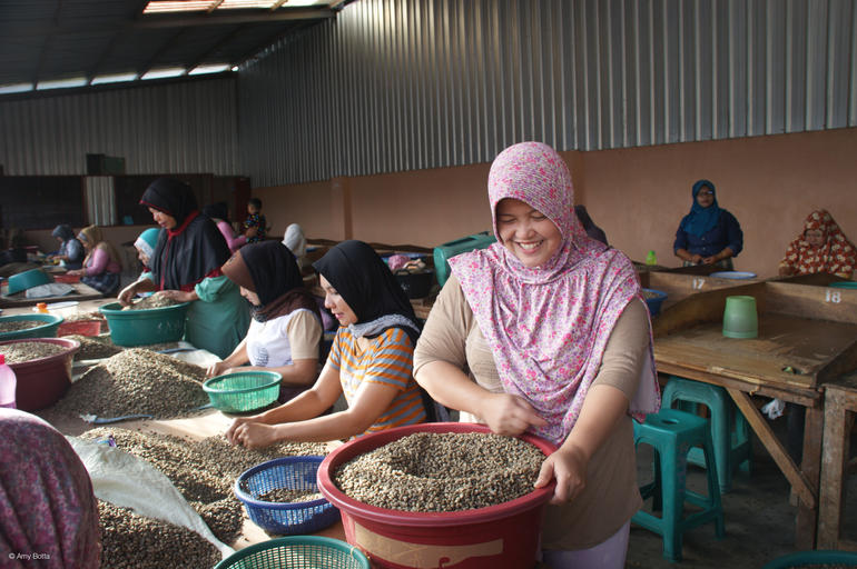 Fairtrade sikrer arbeidere anstendig lønn.