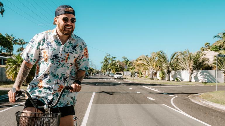 Johannes sykler i Australia på utveksling