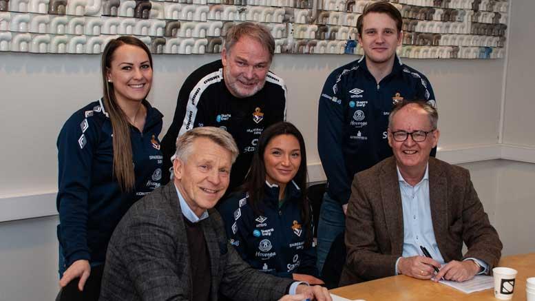 USN og Gjerpen signerer avtale.