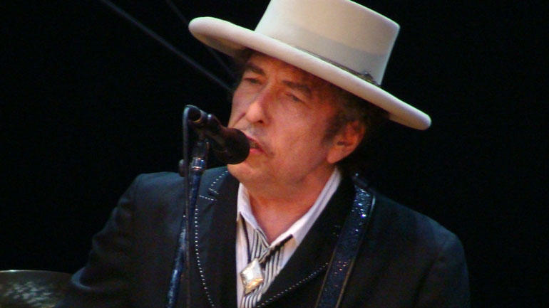 Bob Dylan performing at the Azkena Rock Festival.Wikimedia - Photo. Alberto Cabello from Vitoria Gasteiz / CC BY (https://creativecommons.org/licenses/by/2.0)
