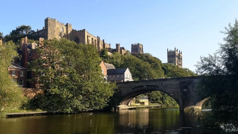 En bro over en elv i Durham