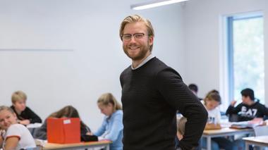 Lærerstudent i klasserom