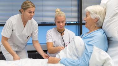 Sykepleiere som tar videreutdanning ved USN