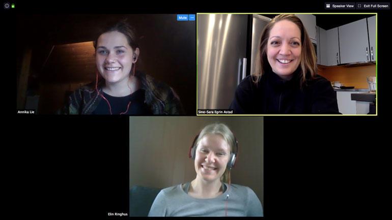 Her har de tre OLAene som hjelper studenter som tar emnet zoologi og botanikk på bachelor i natur- og miljøforvaltning, Annika Lie, Sine Astad og Elin Ringhus.