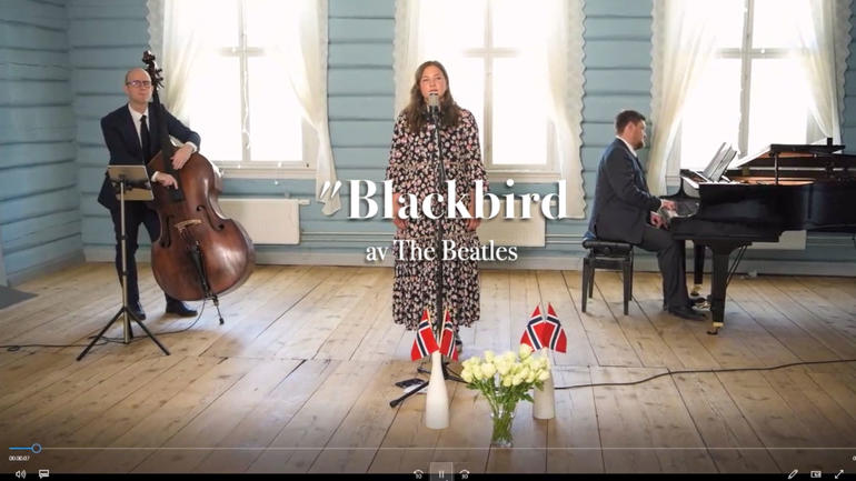 Synne Hoff, Helge Flatland og Andreas Dreier hadde spilt inn fire musikknummer på video, og bidro på den måten i den digitale avslutningen. Skjermdump av konsert