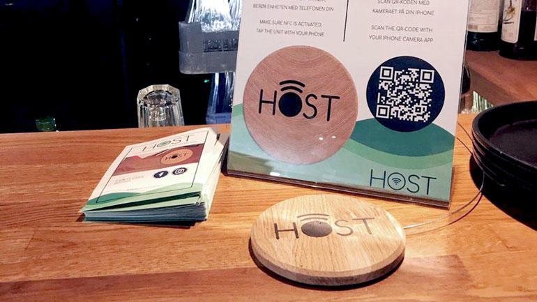 Nærbilde av selve produktet HOST utplassert i restauranten.
