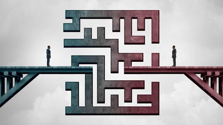 to personer på hver sin side av ei bro, der midtdelen av brolegemet består av en labyrint. Illustrasjon