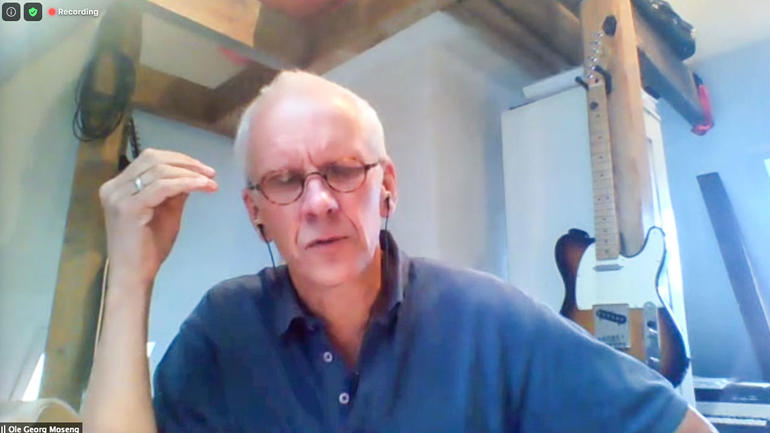 Professor Ole Georg Moseng  - foto frå heimekontoret under førelesing