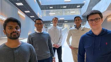 Studentene Kirisan Manivannan (f.v.), Sirajuddin Asjad, Øystein Løndal Nilsen, Stian Håve og Daniel Skryseth har startet USN XR Society.