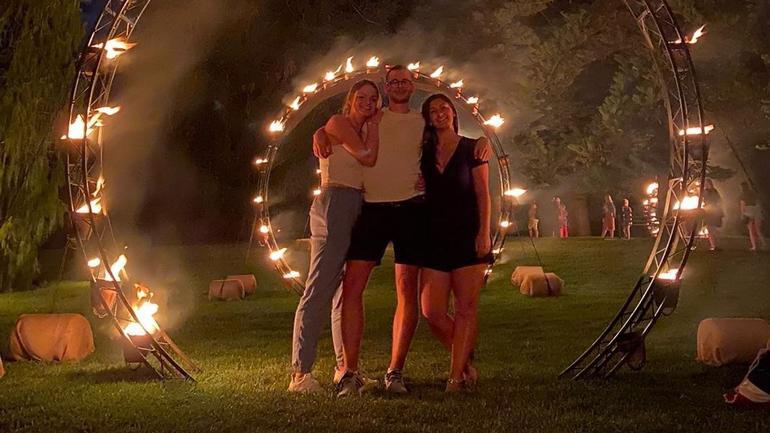 Joakim og to venniner ved ilden