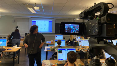 DIREKTESENDT: Studentene kan observere lærer Lene Bergets måte å lede undervisningen på hjemmefra. (Foto: Maren Sandbakk/USN)