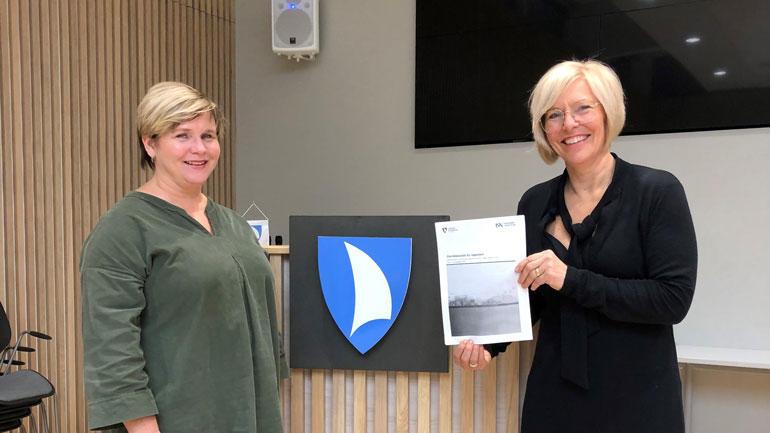 Virksomhetsdirektør helse Anita-Archer og virksomhetsdirektør oppvekst Hilde Schjerven i Færder kommune.