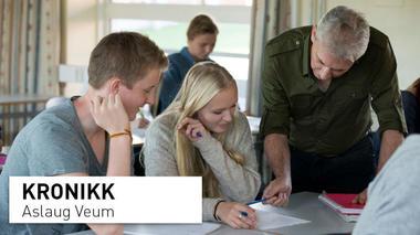 undervisningssituasjon med lærer og elever i ungdomsskolealder