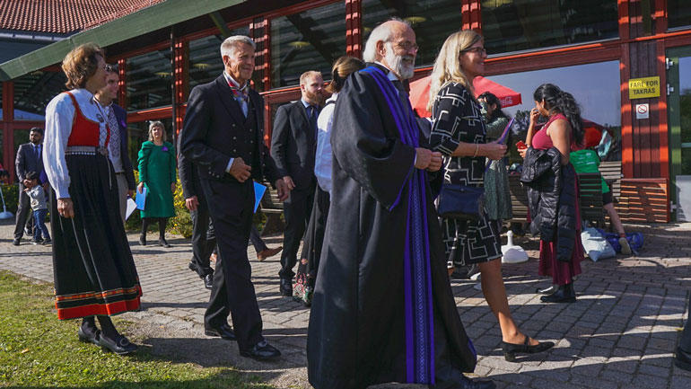 The academic gown has a long tradition and symbolises the highest academic distinction. (Photo by Barbora Klocová/USN)