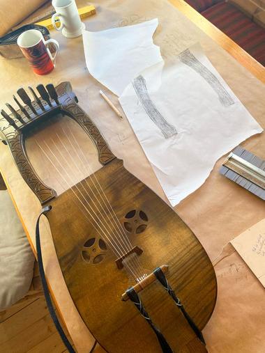 Kraviklyre, laget av Sverre  Heimdal. Foto Birgit Haukås.