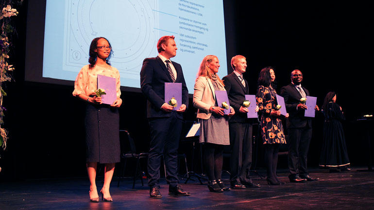 Newly graduated doctors on stage in Vestfold in 2019. Photo by An-Magritt Larsen.