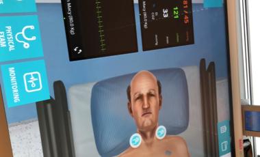 Her ser du litt av en av de virtuelle pasientene og monitorene rundt sengen.
