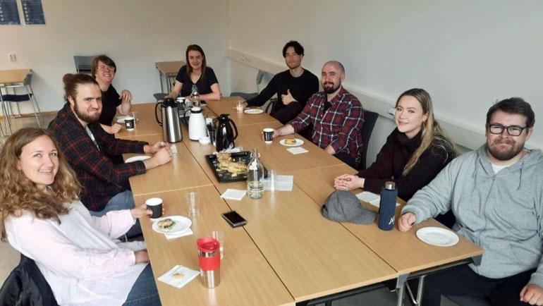 Bilde av studenter i studiegruppe ved USN.