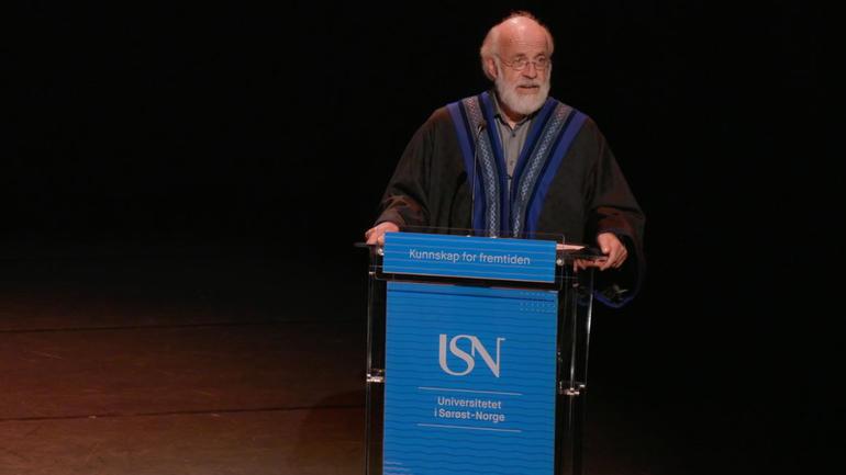 – Som doktorer er dere blant de viktigste vi har, i arbeidet for å bevege samfunnet fremover, sa rektor Petter Aasen.