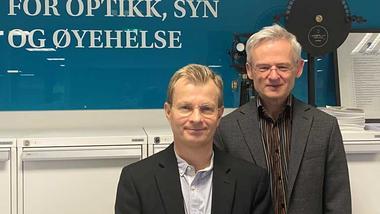 Diku gir videre støtte til prosjketet NorDSam. Nå kan Per Lundmark (t.v.) og Arnulf Myklebust ved Nasjonalt senter for optikk, syn og øyehelse fortsette arbeidet.