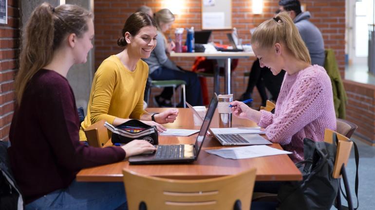 Studiehverdagen for siviløkonomistudenter ved campus Ringerike.