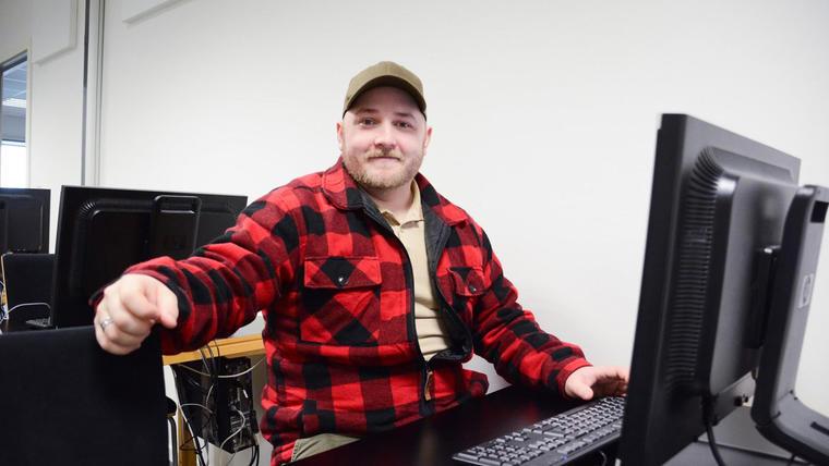 Gregg Roland Schneider går fra dropout til dataingeniør.
