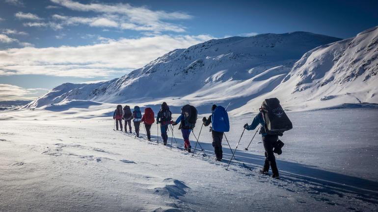 Friluftslivsstudenter på skitur
